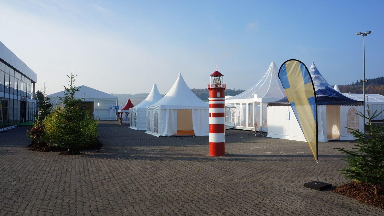 Szeroki wybór namiotów i hal namiotowych