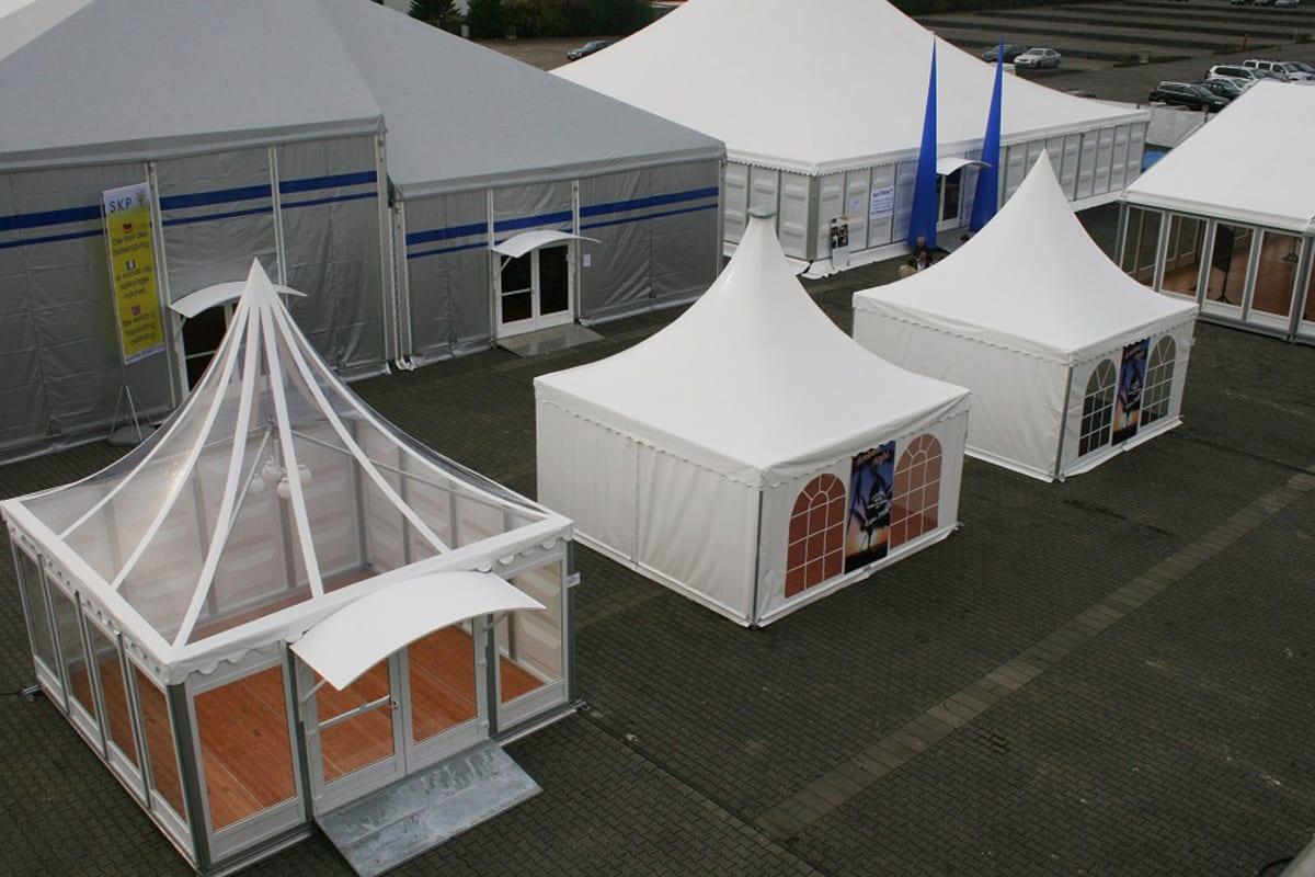 Wystawa różnych namiotów