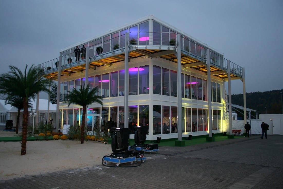 Wielopoziomowa konstrukcja tymczasowa z balkonem