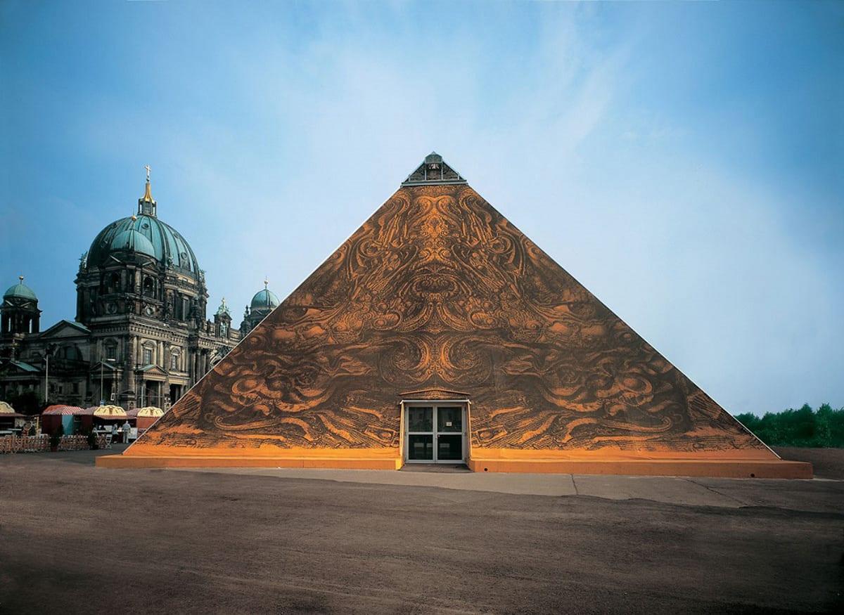 Namiot stylizowany na piramidę