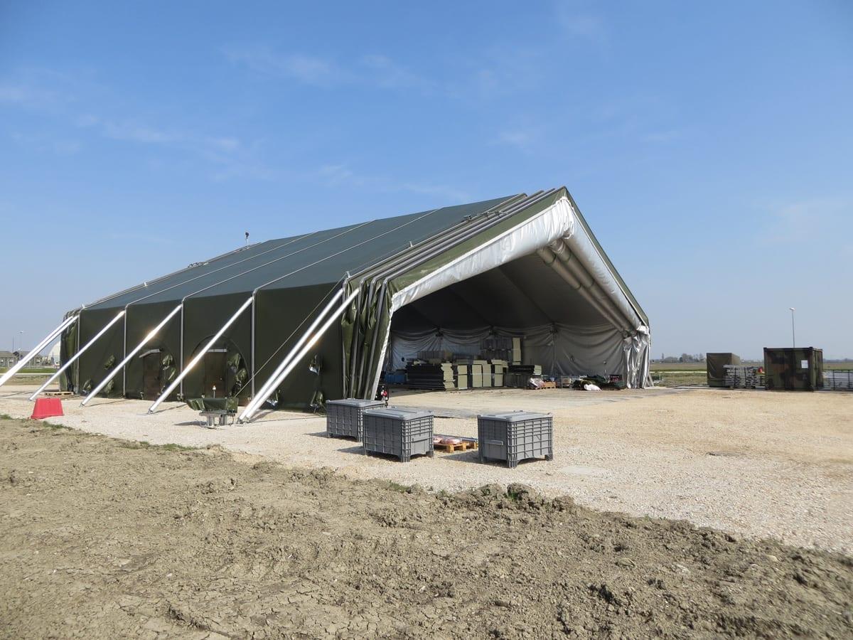 Duży namiot militarny