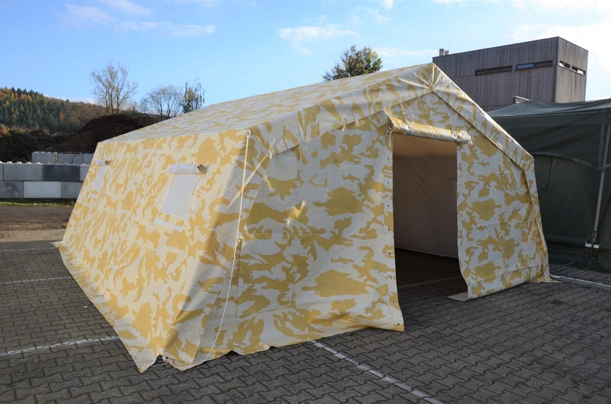 Kolorowy namiot wojskowy