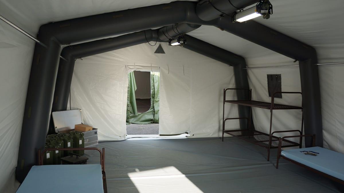 Namiot wojskowy- zdjęcie od środka