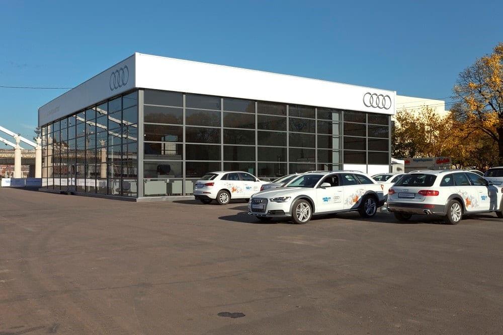Szklana konstrukcja tymczasowa dla koncernu Audi